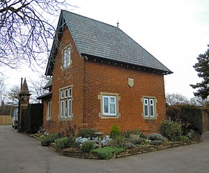 Hitchin Cemetery - Image: Hitchin Cemetery Lodge