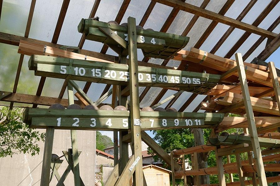 Horloge à eau et à billes de Lavoine, dans l'Allier.