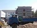 IFA teherautó és az új rendőrségi épület építési területe, 2018 Karcag.jpg