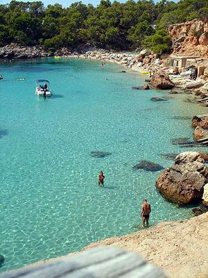 Català: Cala Salada, al nord de Sant Antoni de...