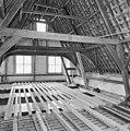 Interieur- de kapconstructie tijdens de restauratie - Brielle - 20042538 - RCE.jpg