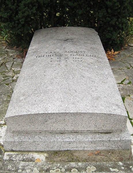 File:Invalidenfriedhof, Grabmal von Gablenz, Carl August.jpg