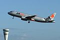 Jetstar Airbus A320 takes off (6768111923).jpg