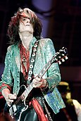 Joe Perry of Aerosmith 5 April 2013.jpg