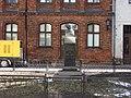 Johans Gotfrīds Herders 1744-1803 (kopija pēc Ludviga Šallera Veimārā darinātā pieminekļa 1864., 1959.) Herdera laukums, Rīga - panoramio.jpg