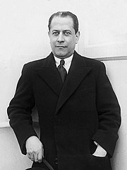 Photo en noir et blanc de José Raúl Capablanca, de face.