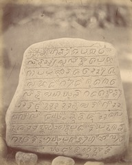 KITLV 87612 - Isidore van Kinsbergen - Inscribed stone at Kawali near Tjiamis - Before 1900.tif