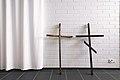 Kaksi ristiä Katriinan sairaalan kappelissa.jpg