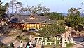 Korea-Naksansa 2212-07 grounds.JPG