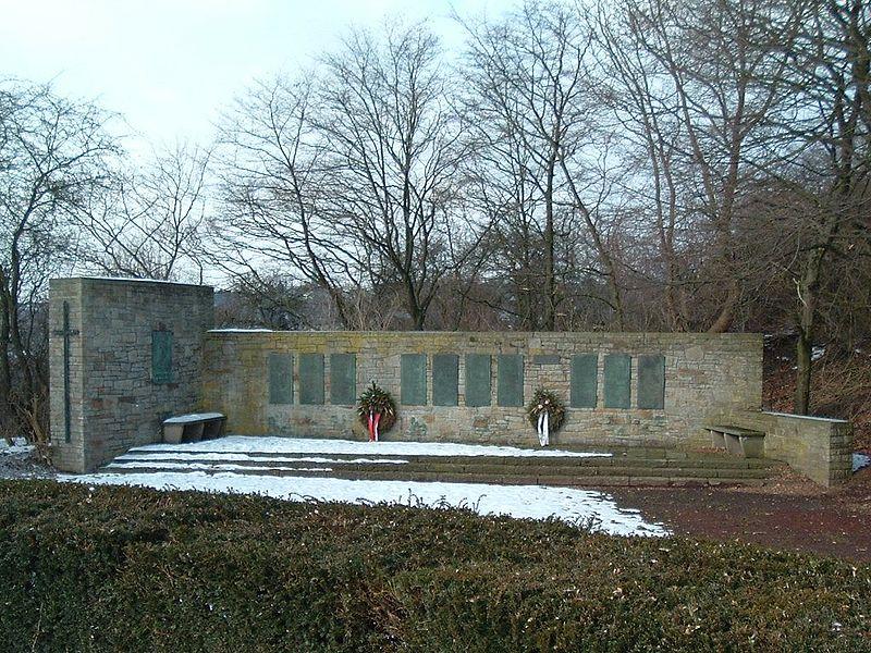 File:Kriegerdenkmal Zweiter Weltkrieg.jpg