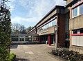 Kurt-Körber-Gymnasium in Hamburg, Haupteingang seitlich.jpg