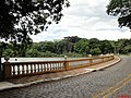 Lago do Campus da USP em Ribeirão Preto, Vendo ao fundo o Hospital de Clinicas da USP - panoramio.jpg