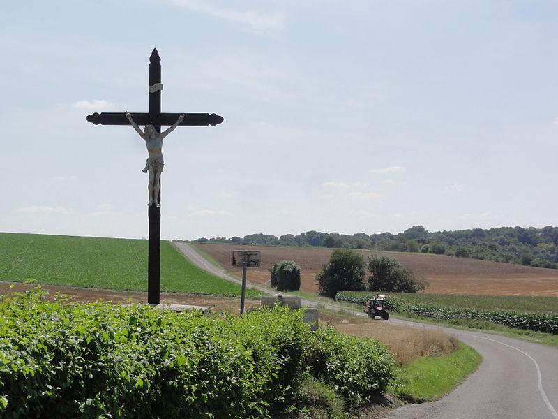 Landifay-et-Bertaignemont (Aisne) croix de chemin