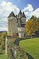 Le chateau de La Roque en Perigord, vue d'ensemble N.E. en automne, commune de Meyrals, Dordogne, France.jpg