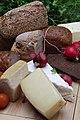 Lebensmittel Käse (12164475125).jpg