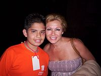 Leticia Calderón with a fan.jpg
