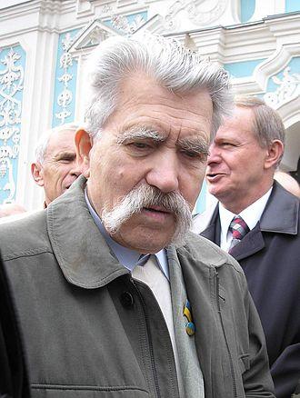 Levko Lukyanenko - Levko Lukyanenko near the Saint Sophia Cathedral in Kiev (October 2006)