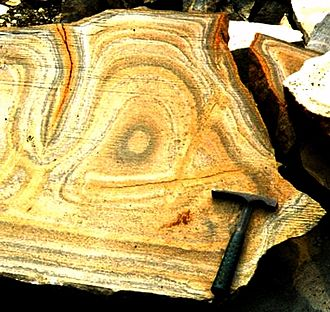 Liesegang rings (geology) - Typical Liesegang ring structures within cross-section
