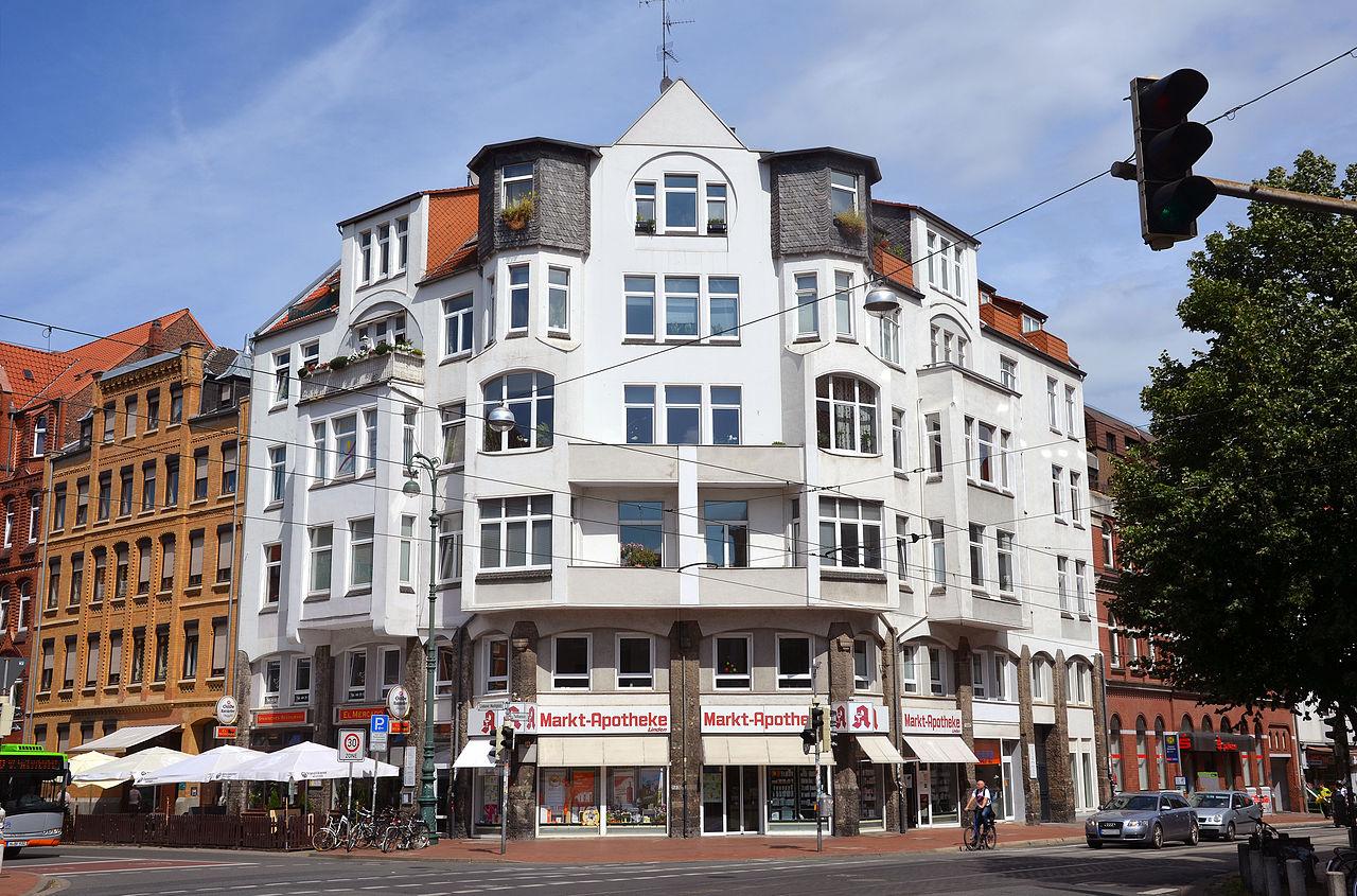 Lindener Marktplatz 2, Ecke Falkenstraße, Hannover-Linden-Mitte, Hannah-Arendt-Haus mit Markt-Apotheke Linden.jpg