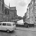 Links Pottenkade, rechts Voorstraat vanaf Leuvehaven - Dordrecht - 20060180 - RCE.jpg
