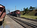 Locomotiva de comboio que passava sentido Guaianã pelo pátio da Estação Engenheiro Acrísio em Mairinque - Variante Boa Vista-Guaianã km 167 - panoramio (1).jpg