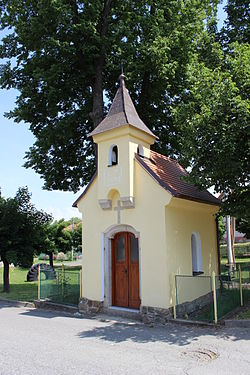 Loket (okres Benešov), kaplička (1).jpg