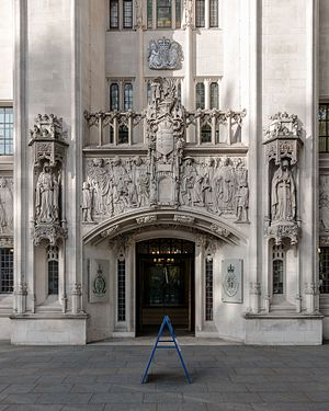 Middlesex Guildhall - Detail of the façade