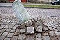Lutande stenpelare 01.jpg
