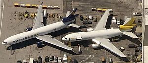 McDonnell Douglas MD-11 - An MD-11 (left) and DC-10 comparison
