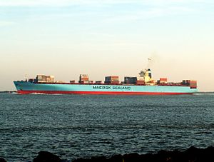 Maersk Safmarine Himalaya p1, leaving Port of Rotterdam, Holland 14-Jan-2006.jpg
