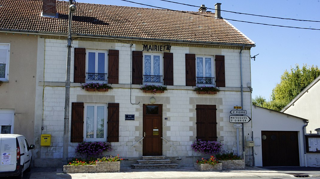 La mairie de Villers le château.