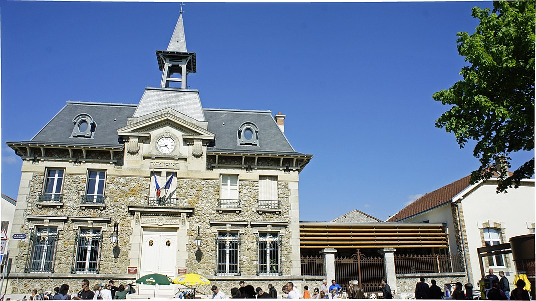 La Mairie de Cernay-les-Reims un jour de borcante.