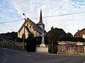 Maisnières église et Monument-aux-Morts 1.jpg