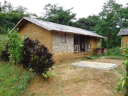 maison en brique de terre crue au cameroun ventana blog. Black Bedroom Furniture Sets. Home Design Ideas