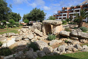 Buġibba Temple - Buġibba Temple with the Dolmen Resort Hotel to the right