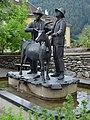 Matrei - Brunnen mit Skulptur Der Goashandel - 4.jpg