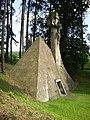Mauzoleum rodziny Skrzyńskich przy pałacu w Zagórzanach (4).jpg
