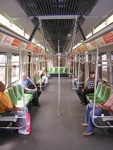 File metro de medellin interior vagon g wikimedia commons