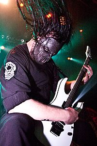 Mick Thomson of Slipknot in 2005.jpg