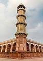 Minaret of Emperor Jahangir's Tomb.jpg
