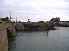 Montereau-Fault-Yonne - City center seen from North bank - 1.jpg