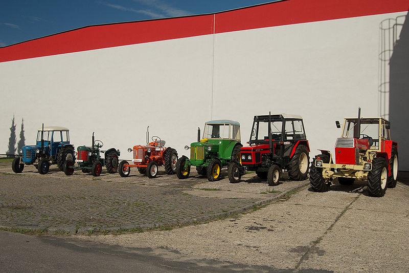 File:Muzealni sbirka traktoru Zetor spolecnosti Zetor Tractors.jpg