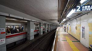 Nakano-shimbashi Station - Image: Nakano shimbashi Station platform 2 north 20131116