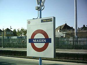 Neasden tube station - Image: Neasden platform