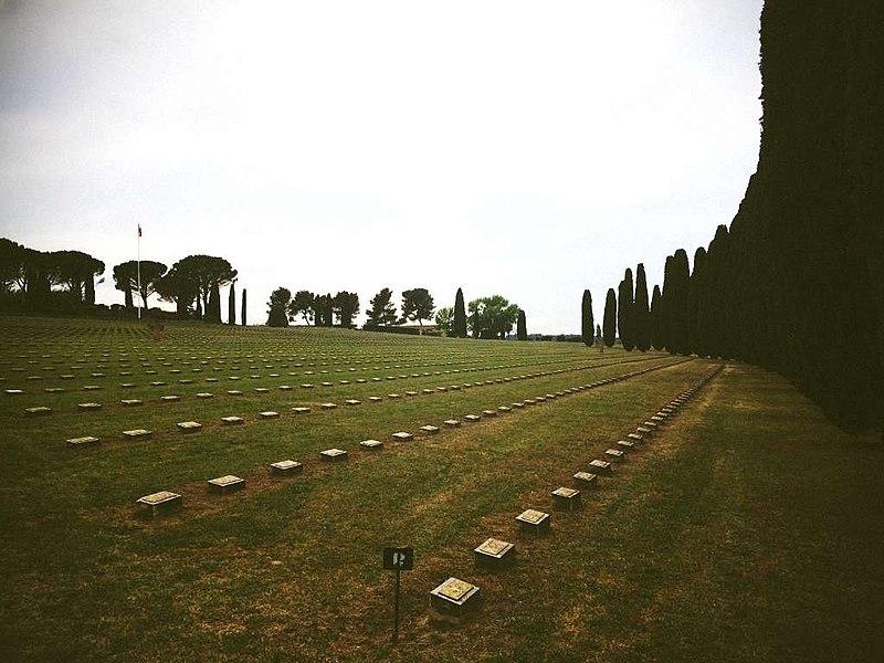 Photo extérieure de la nécropole de Luynes