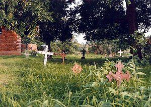 Image:Nkhotakota cemetery2