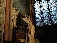 Noel 2018 à Notre Dame sculpture.jpg