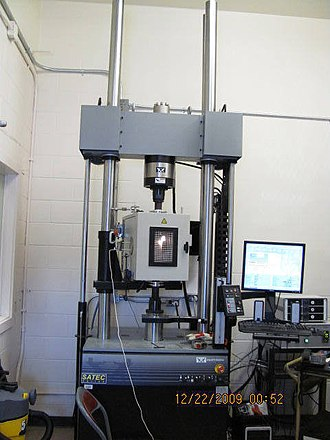 Building science - Small furnace capable of 600°C and of applying a static load for testing building materials