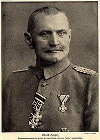 Oberst Karl Hoefer wurde mit dem 'Pour le Mérite' ausgezeichnet, 1916.jpg