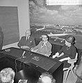 Opdracht Uitgeverij Bruna te Utrecht, Georges Simenon bij aankomst Schiphol, Bestanddeelnr 917-7511.jpg